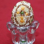 Beaded easter egg by Nina Magas. 2012
